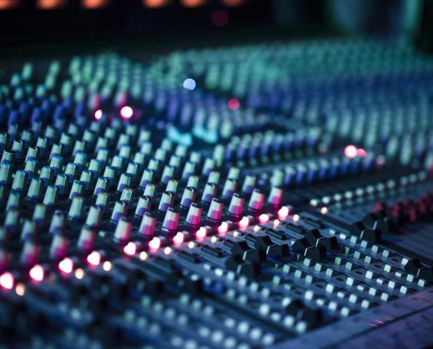 photodune-3255232-dj-mixer-m