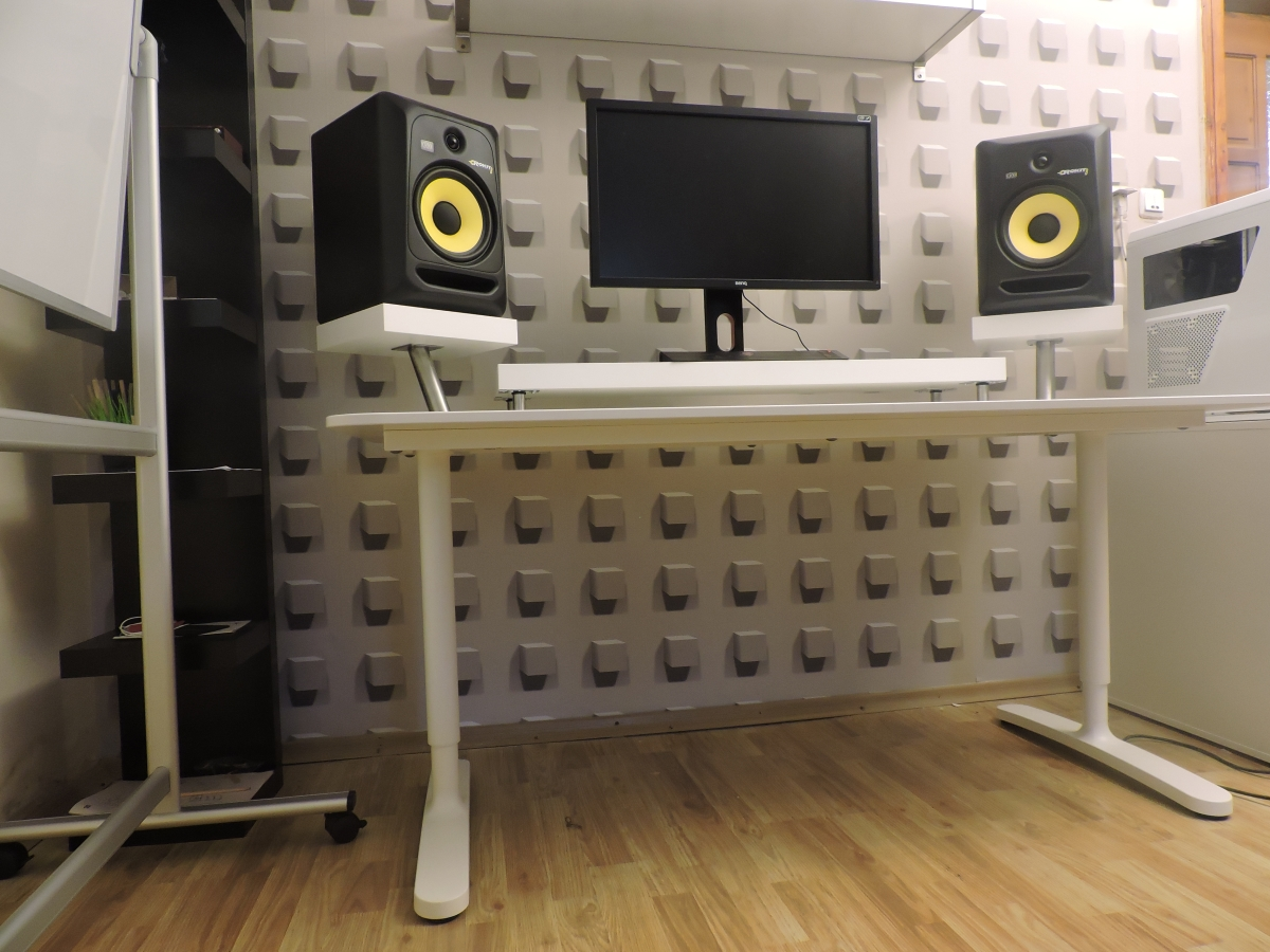 334 Minimalist Bedroom Studio Desk Guide Pro Music Producers